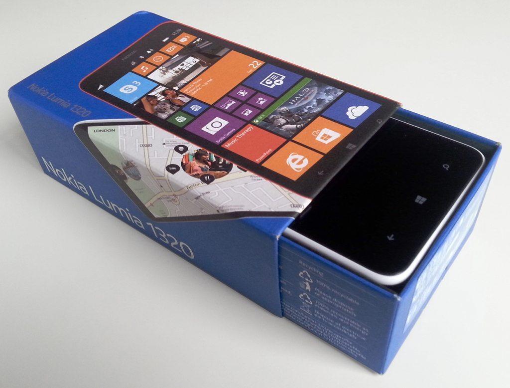 Nokia_Lumia_1320_box