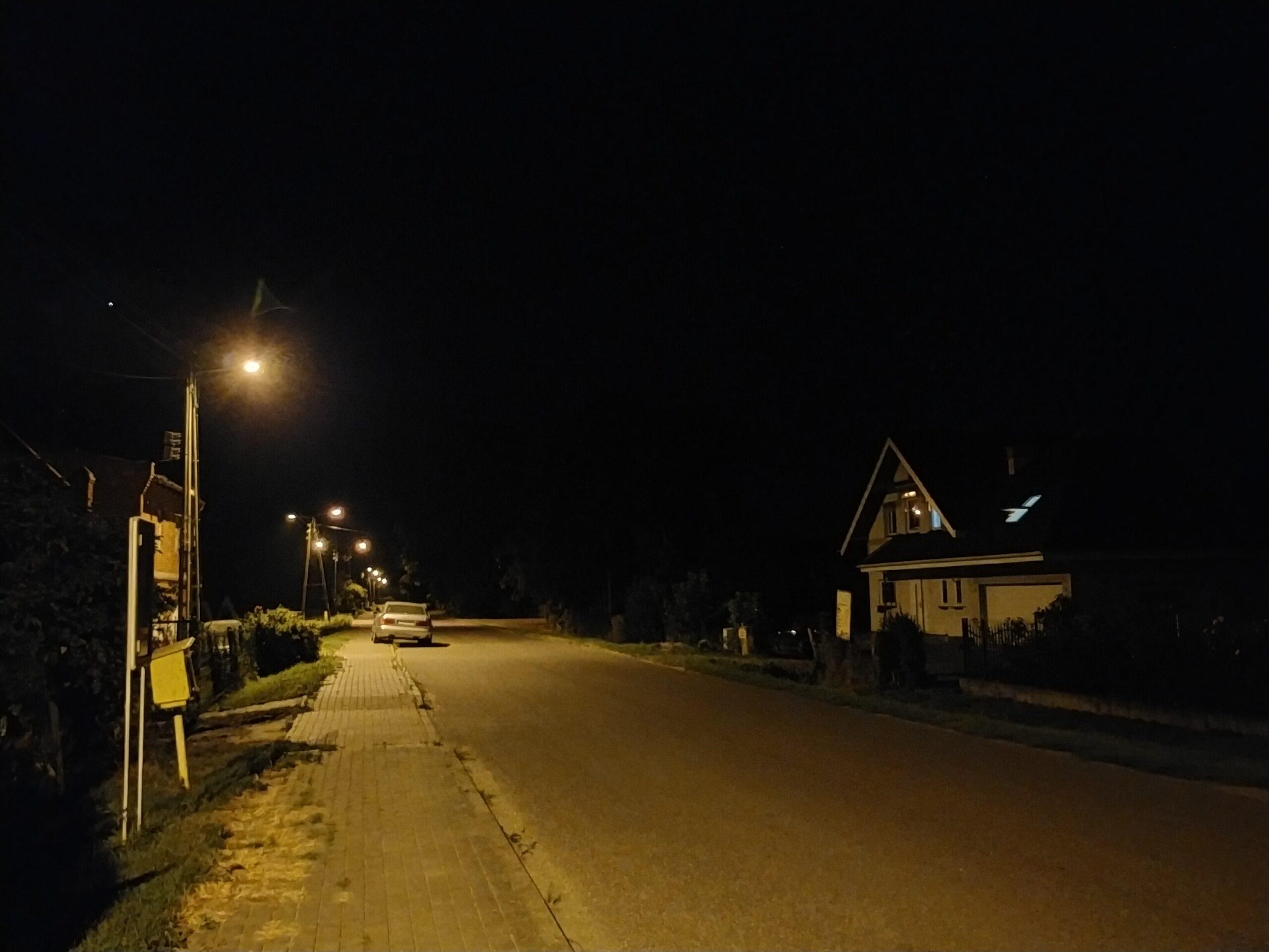 OPPO A72 - main105 - Night