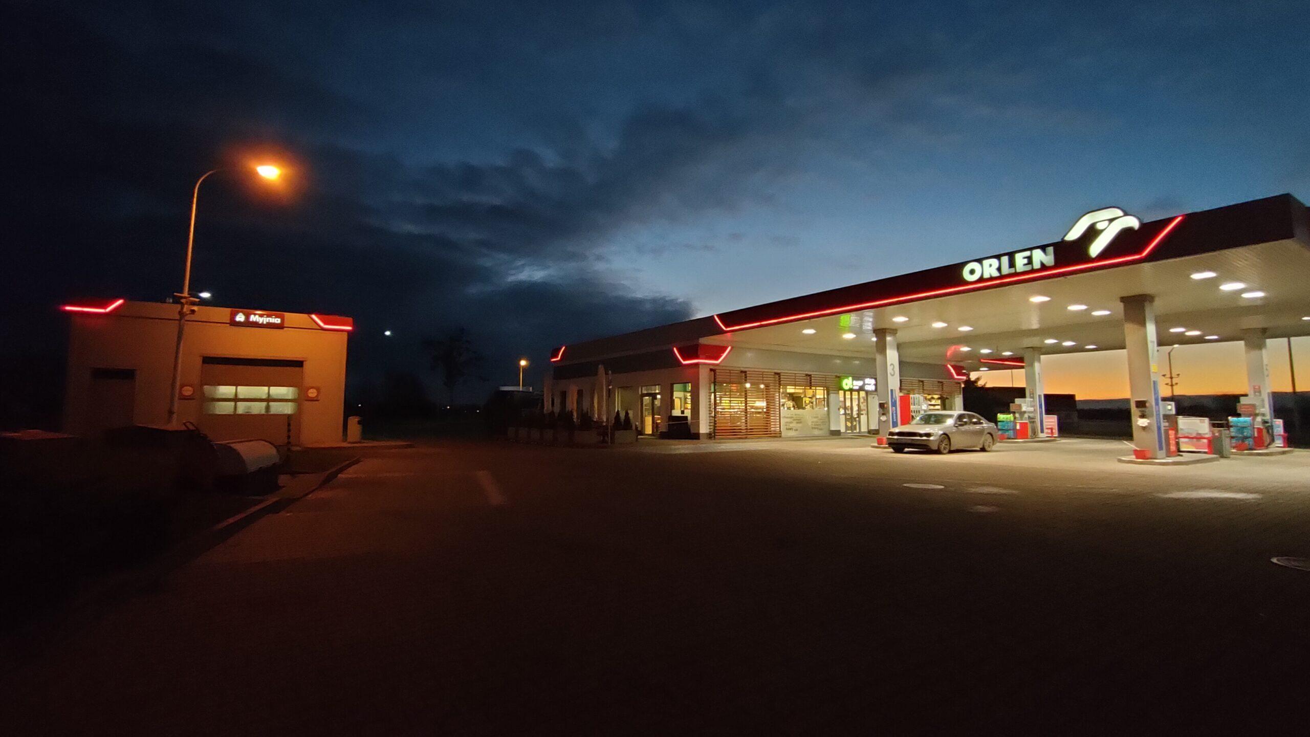 OPPO Reno4 - wide21